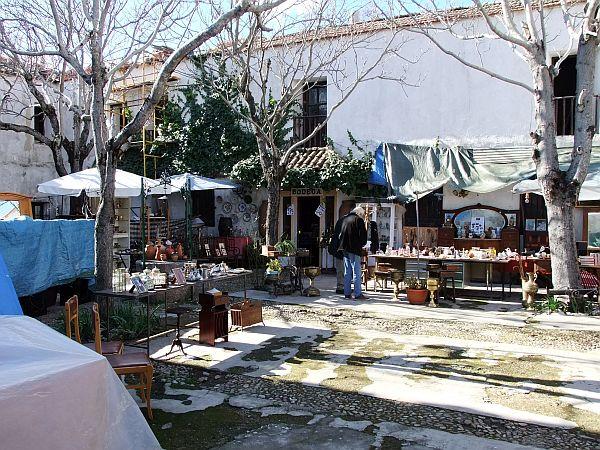Innenhof des kleinen Flomarkt bei Madrid