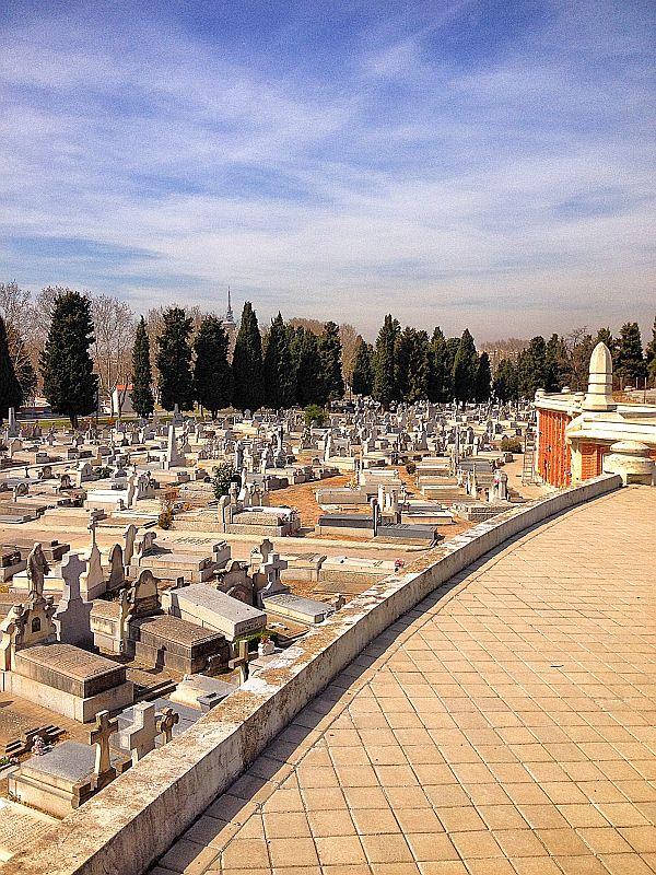 Weite des Friedhofs